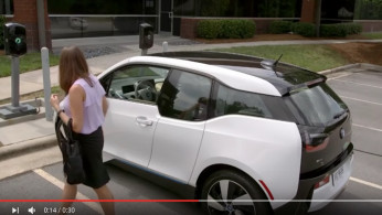 VIDEO: BMW i3 Kini Bisa Wireless Charging Mirip Smartphone