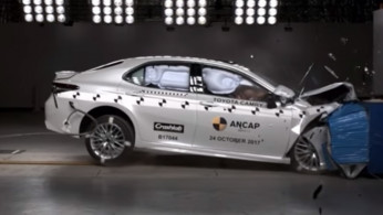 VIDEO: Crash Test Toyota Camry 2017 (NCAP)