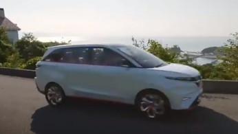 VIDEO: Daihatsu DN Multisix Melintasi Jalan Raya