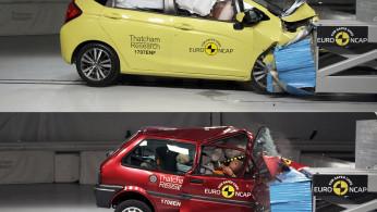 VIDEO: Adu Tabrakan Mobil Baru VS Mobil Tua