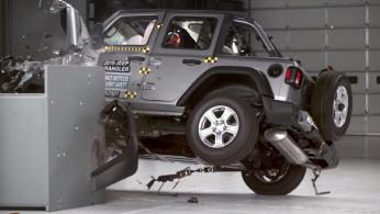 VIDEO: Meski Bodi Kekar, Jeep Wrangler Gagal Uji Tabrak