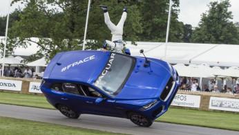 VIDEO: Jaguar F-Pace Dibawa Melaju Dengan Dua Roda!
