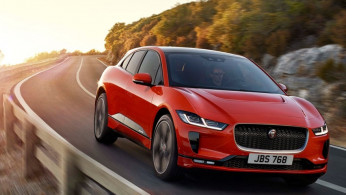 VIDEO: Sport Car Jaguar Bermesin Full Listrik Tantang Tesla Model X