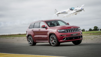 VIDEO: Jeep Grand Cherokee VS Pesawat!
