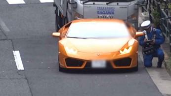 VIDEO: Lamborghini Huracan Ditilang Oleh Polisi Bersepeda