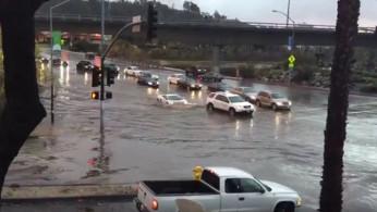 VIDEO: Lamborghini Gallardo Ini Sukses Terjang Banjir, Apa Sebabnya?