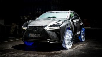 VIDEO: Lexus NX Berjalan Pakai Ban Es