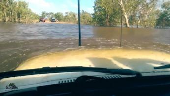 VIDEO : Toyota Land Cruiser Tetap hidup Walaupun Tenggelam