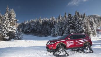 Video: Nissan Rogue, Kembaran X-Trail Meluncur Gunakan Roda Tank