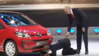 Video: Konyol, Orang Ini Ganggu Presentasi VW di Geneva Motor Show 2016