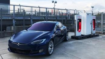 Video:  Sebuah Genset Kecil Jadi Cadangan Pengisian Listrik Mobil Tesla?