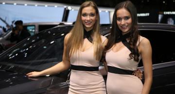 Galeri: Bidadari Geneva Motor Show 2016 yang Tak Lelah Menebar Senyum