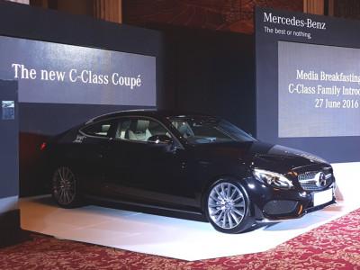Mercedes C Class Coupe >> Mercedes Benz Indonesia Luncurkan C Class Coupe Dan Estate